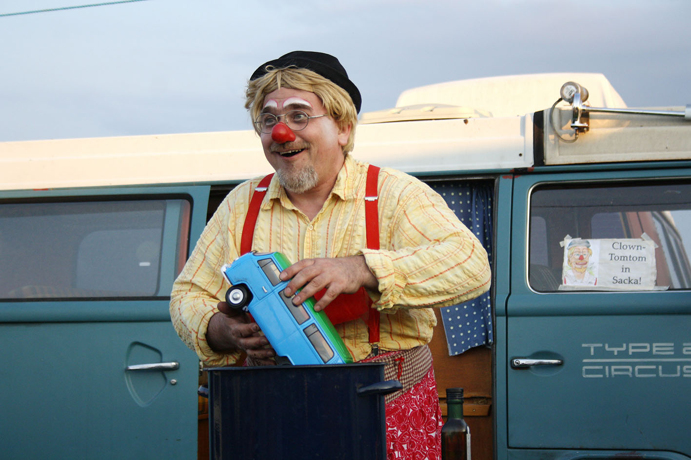 Clown Tomtom kocht VW Bussuppe